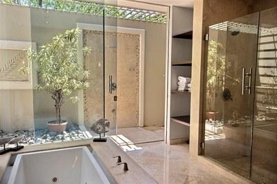 villa_serena_master_showers.jpg