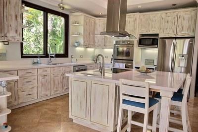 villa_serena_gourmet_kitchen.jpg