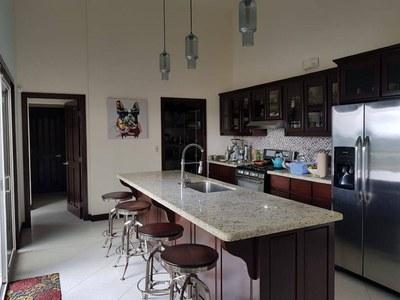 kitchen with breakfast bar.jpg