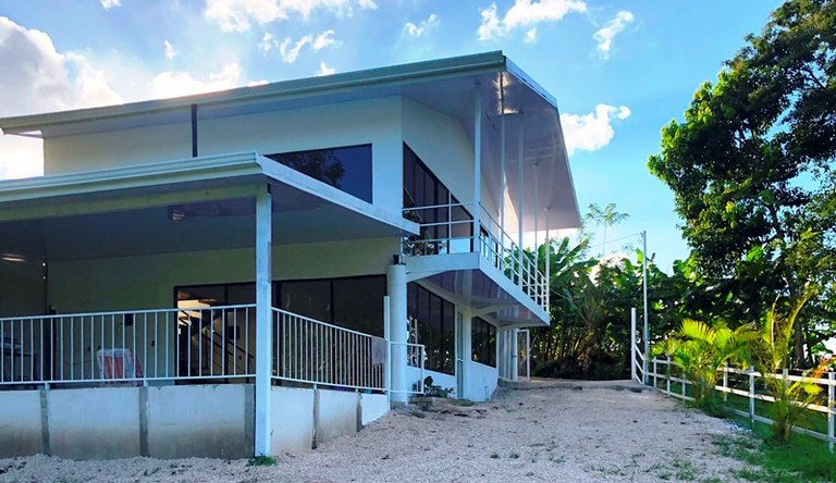 CASA BLANCA: Modern Home - Walk to the Lake