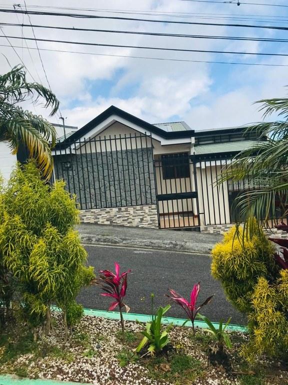 House For Sale in El Carmen