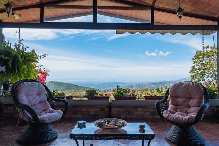 Villa Nekeas: House For Sale in Santiago