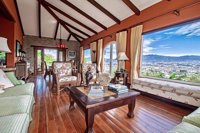 Casa Aruba: House For Sale in San Rafael