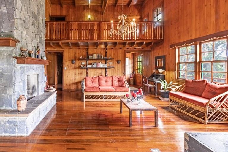 Villa For Sale in Escazú