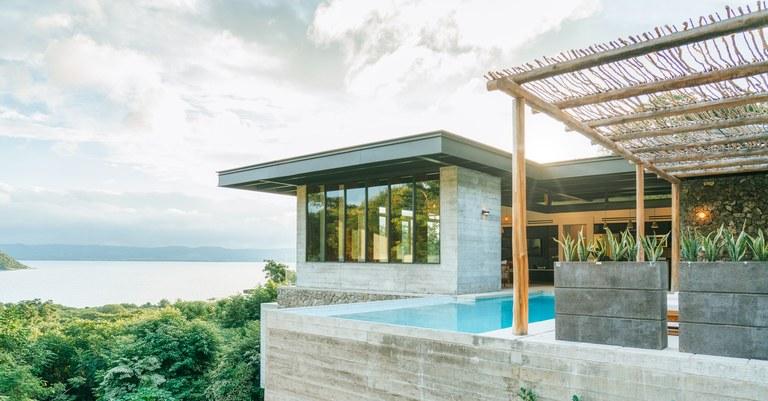 Condominio Vista Hermosa: Oceanfront Condominium For Sale in Jobo