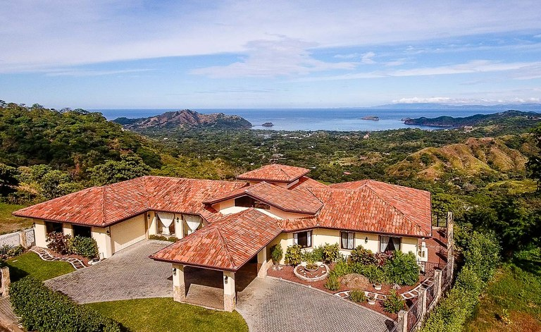 Casa Bella Mia: If SPECTACULAR, UNOBSTRUCTED OCEAN VIEWS and PRIVACY are at the top of your must-have list…
