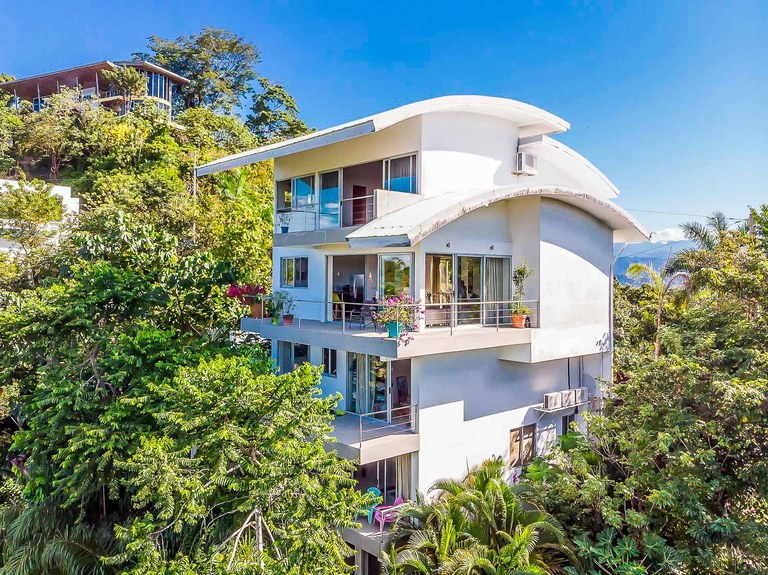 La Villa Mar Y Sol: This property was built with a business in mind