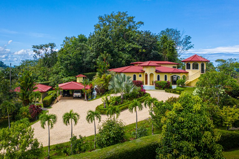 Stunning Casa Bendecida, 4 Bedroom Luxury Home, Plus Guest Villa, Ojochal Costa Rica