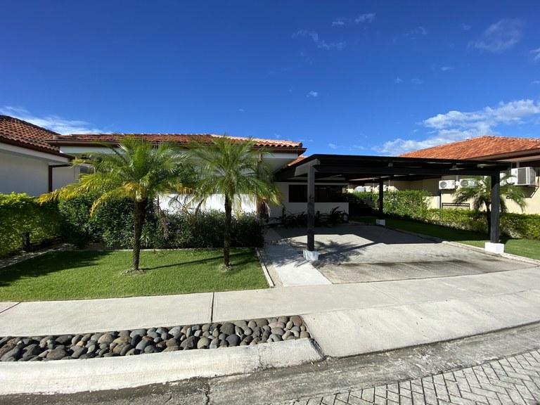 Parque  Del Encino, House Cenizaro 3: Live in the best family project, where comfort meets good taste