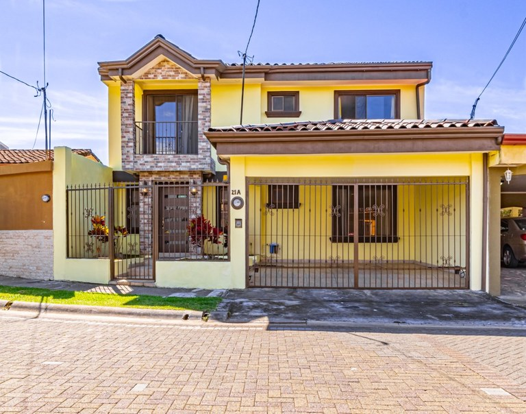 House For Sale in Barrantes